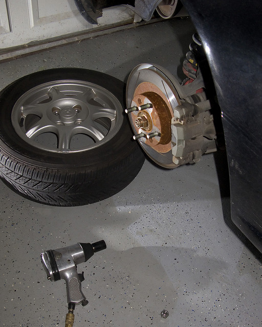 how to properly change a tire